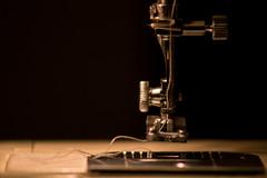 A coser! (Letua) Tags: closeup metal negro maquina coser sewingmachine black smileonsaturday blackattheback