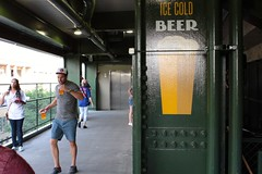 Ice Cold Beer (dangaken) Tags: chicago chicagoil il illinois windycity cityofbroadshoulders summerinchicago summerinthecity september2017 chitown chi usa midwest lakeview centrallakeview cubs chicagocubs cubsvcardinals stlouiscardinals wrigley wrigleyfield baseball mlb nlcentral pennantrace majorleaguebaseball sport stadium ballpark rivals rivalry chicubs nationalleague sweep wrigleyfieldbleachers bleachercreatures bleachers bleacherseats centerfieldbleachers fans beer coldbeer street