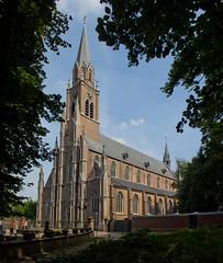 Gemert - Kerk van Sint-Jans Onthoofding (Grotevriendelijkereus) Tags: netherlands holland nederland noord brabant architecture architectuur gebouw building tower toren neogothic neogotiek gotiek gothic church kerk gemert