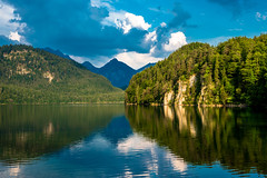 Alpsee (Jon Ariel) Tags: alpsee hohenschwangau neuschwanstein bavaria bayern germany deutschland lake alps alpen reflection mountains breathtakinglandscapes