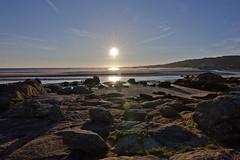 Entre rocas (Jhaví) Tags: carnota galicia playa mar agua océano rocas cielo azul costa beach sky landscape nature water