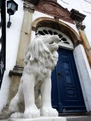 Guarding the main entrance (Jaedde & Sis) Tags: lion door entrance guard bygholmpark castle challengefactorywinner thechallengefactory