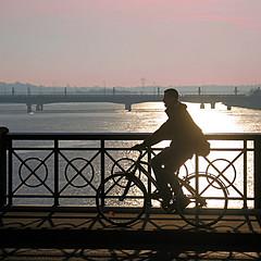 Bordeaux, le Pont de Pierre (pom'.) Tags: canoneos400ddigital 5000 500 600 10000 november 2011 bordeaux 33 nouvelleaquitaine france europeanunion bike bicycle bridge round circle wheel gironde