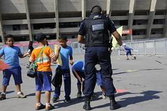 Dia de Brincar - Empinando Pipas com segurança (Prefeitura de Belo Horizonte) Tags: prefeitura belo horizonte diadebrincar guardamunicipal gmbh pampulha patrulha escolar segurança educação esplanada mineirão