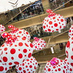 Finally, Ginza Six got beginning! In the store has been crowded very very,,, crowded. Cannot walk free.  By the way, there are many art works in its inside. This photo is one of works, by Yayoi Kusama.