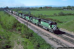On the Move at East Bozeman (jamesbelmont) Tags: burlingtonnorthern sd402 cascadegreen bozeman montana railroad railway train locomotive freeway