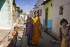 PATTADAKALL : VIE DE VILLAGE (pierre.arnoldi) Tags: inde india pattadakall karnataka portraitsderue portraitdefemme canon pierrearnoldi on1raw portraitdenfant tamron photooriginale photocouleur photodevoyage