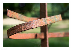 Fence, Bent 229/365 (John Penberthy LRPS) Tags: 17aug17 365the2017edition 3652017 d750 day229365 johnpenberthy nikon richmondpark fence rust