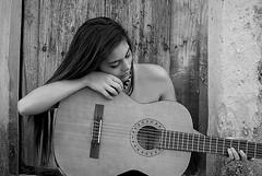 Oye, guitarra mía (javipaper) Tags: woman guitar byn blackandwhite retrato model portrait fashion glamour blancoynegro girl seduction