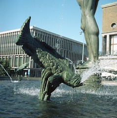 Poseidon (rotabaga) Tags: sverige sweden göteborg gothenburg götaplatsen poseidon portra160 kodak lomo lomography lubitel166 twinlens mediumformat mellanformat 120 vatten water fontän fountain