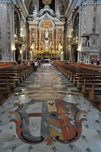Nef, église baroque du Gesù Nuovo (1584-1725), piazza del Gesù Nuovo,  Naples, Campanie, Italie.