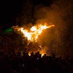Brennende Figur aus Holz thumbnail
