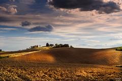 Giornata incerta (Danilo Agnaioli) Tags: perugia umbria italia terra cielo natura colline sole blu rosso