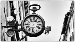 Comment j'ai réglé le problème du temps qui passe ! (Fred&rique) Tags: lumixfz1000 photoshop nb horloge noiretblanc monochrome ville heures montre gousset