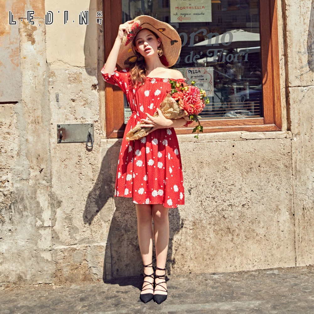 The Yurakucho 2017 Hitz word shoulder dress female temperament Strapless A-line a red floral print skirt