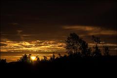Sonnenaufgang (o_teuerle) Tags: sunrise dawn sonnenaufgang morgen morgendämmerung wolken himmel gera thüringen nikon farbe color colour natur nature