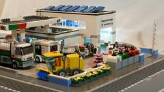 Tankstelle & Autowaschstraße (Service Station & Car wash) (60132 MOD) 1.0 02 (-Nightfall-) Tags: lego moc mod 60132 tankstelle gasstation servicestation carwash recyclingcontainer modular
