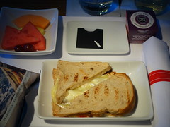 201708103 AA101 LHR-JFK snack (taigatrommelchen) Tags: 20170831 flyingmeals airplane inflight meal food snack business aal americanairlines aa101 b777200er n785an lhrjfk explore
