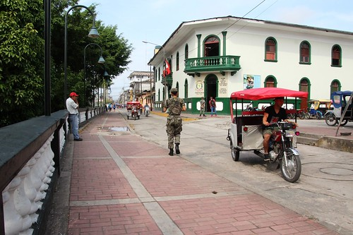 IMG_2734a - Female Soldier with Recruiting Office in the background - Iquitos, Loreto, Peru