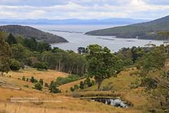 Nubeena, Parsons Bay (blauepics) Tags: australia australien tasmania tasmanien tassie landscape landschaft sea meer water wasser coast küste hills hügel berge mountains tasman peninsula nubeena parsons bay bucht clouds wolken