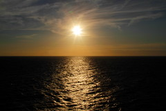 "Sonnenuntergang Nordsee _MG_2279 - sunset north sea (horn.mats) Tags: kreuzfahrt ship cruise aidaprima nordsee north sea schiff vessel meer sonnenuntergang sunset abend evening wolken clouds himmel sky sonne sun canon eos 7 d ""canon 7d"" ef 24105mm 14 l is ii usm ""canon usm"""