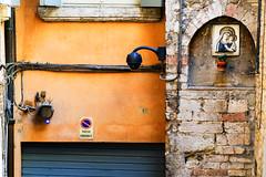 Marienenbild (TuppesColonia) Tags: marienbild heiligenbild italien peruggia architektur sakrales alt