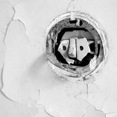 i see you (Blende1.8) Tags: lichtschalter decay urban urbandecay lightswitch square quadrat morbide ruine bau abstract figürlich rund round texture textur oberfläche carstenheyer face gesicht details
