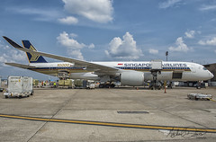 Singapore Airlines Airbus A350-941 (9V-SMF) (Michael Davis Photography) Tags: kiah iah houston houstontexas houstonairport singaporeairlines airbus airbusa350 a350 9vsmf aviation photography flight jet airplane takeoff departure runway staralliance travel outdoor aircraft lines