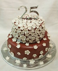 Best Anniversary Cakes in Chennai (info.gingerbreadcakes) Tags: best anniversary cake cakes shops chennai delivery first birthday cakeshop photocakes