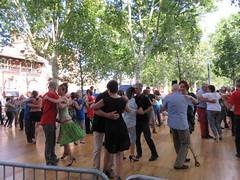 Couples dancing the tango, Place Saint-Pierre, Toulouse, France (Paul McClure DC) Tags: toulouse france languedoc occitanie occitania july2017 people