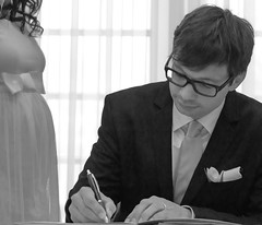 Just married (Joheina Hamami) Tags: joheina hamami frankfurt germany nikon 5500 best camera prime lens 35mm 50mm 14 sigma art 18 world street photography strasenfotografie city snap portrait flickr