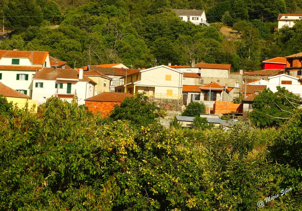 Águas Frias (Chaves) - ... mais uma vista parcial da aldeia ...