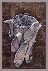 Unusual shoe show (cienne45) Tags: shoe unusualshoeshow tuscany artonflickr