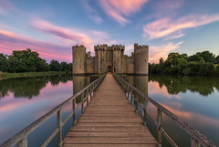 Sunset falls over Bodiam Castle, East Sussex (MelvinNicholsonPhotography) Tags: bodiamcastle castle eastsussex robertsbridge moat sunset colours sky pink blue drawbridge walkway landscape melvinnicholsonphotography