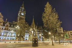 Rubbish Photography (Tim van Zundert) Tags: bin albertsquare manchestertownhall albertmemorial manchester greatermanchester northwestengland tree architecture building urban city night evening longexposure sony a7r voigtlander 21mm ultron