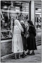 Si c'était à refaire ... (bertranddorel) Tags: venise street nb streetphoto rue noiretblanc ville town religieuses