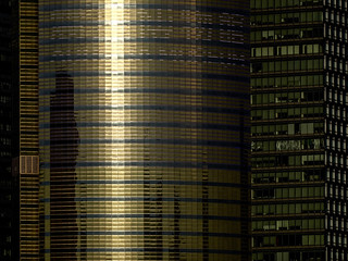 Shanghai - Une tour de Pudong au soleil couchant.