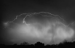 Stormy Night (Klaus Ficker --Landscape and Nature Photographer--) Tags: storm sturm gewitter thunderstorm lighting lightningstrikes blitz regen rain clouds wolken weatherinkentucky weather wetter danger kentuckyphotography klausficker canon eos5dmarkii bw