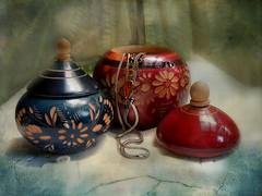 en su caja / 52 Still Lifes, semana 34 (Ani Carrington) Tags: 52stilllifes stilllife textured box jewels jewelbox