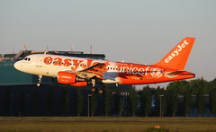 EasyJet Airbus A319 (AMSfreak17) Tags: amsfreak17 danny de soet canon 70d ams eham amsterdam luchthaven schiphol airport vliegtuigen vliegtuig aircraft airplane jet jetphotos planespotting luchtvaart vertrek aankomst departure arrival spotter planes world of airplanes nederland the netherlands holland europe dutch approach landing runway 36r 18l aalsmeerbaan gezio easyjet airbus a319 special unicef color scheme