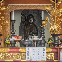 The Jizō Statue that was Drenched with Oil: Saigan-ji in Fushimi-ku, Kyoto. (KyotoDreamTrips) Tags: aburakakejizōsaiganji battleoftoba–fushimi fushimiku jizō jōdoshū kyoto saiganji unkai 地蔵 油懸地蔵西岸寺 油懸山西岸寺 浄土宗 西岸寺 雲海上人 鳥羽・伏見の戦い japan