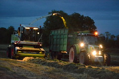 Claas Jaguar 870 SPFH filling a Thorpe Trailer drawn by a Claas Arion 640 Tractor (Shane Casey CK25) Tags: claas jaguar 870 spfh filling thorpe trailer drawn arion 640 tractor self propelled forage harvester silage grass silage2017 grass2017 grass17 silage17 2017 17 winterfodder fodder winter feed cows cattle farm farmer farming contractor work working hp horse power horsepower pull pulling rathcormac county cork ireland irish agri agriculture machine machinery nikon d7100 cutting chopper ciągnik crop traktori tracteur traktor trekker trator