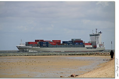 Cuxhaven (Mr.Vamp) Tags: cuxhaven nordsee elbeinfahrt strand meer mrvamp vamp landcape landschaft strandkorb schiff