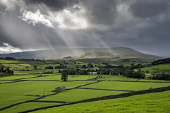 Sunbeams over Wensleydale (Keartona) Tags: sunbeams weather wensleydale northyorkshire yorkshire yorkshiredales england english countryside landscape green fields valley moody sky clouds slanted sunlight hills pennines