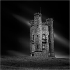 Broadway Tower #6 (Nordtegn) Tags: broadway broadwaytower turm tower tour architektur architecture immeuble gebäude building cotswolds worcestershire england le leesuperstopper longtempsdepose longexposure langzeitbelichtung outdoor fotorahmen einfarbig sony sonyalpha7r nb noir noiretblanc blanc bw black blackandwhite blackwhite white sw schwarz schwarzweiss schwarzweis schwarzundweis weis weiss zw zwart zwartwit wit bianconero mono monochrom monochrome monochromatic himmel ciel sky square carré quadrat