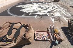 Gli attrezzi del mestiere 02 (Promix The One) Tags: loretoan marche pittura gessetti artista colori pennelli pietã spugna attrezzi raffigurazione piazza grafica madonnaro borsone offerte canoneos1dsmarkii canonef1635f4lisusm pietà