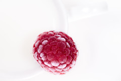 Red and white (Hanna Tor) Tags: macromonday highkey macro food white berry raspberry table kitchen art healthy organic delicious tasty ice cold milk hannator