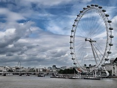 (40emem) Tags: circular circle round wheel huge giant nice weather perfect modern structure boat building waterway photo cloudy sky g7x2 g7xii canon white blue streetphotography streetphoto roadside road photography walking walk traveler traveling travel cocacola attraction water bridges flickr 2017 june thames river cloud street british britain unitedkingdom uk londoneye eye london