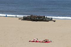 2 Girls 1 Beach (Martijn A) Tags: girls meisjes women vrouwen candid beach strand scheveningen 070 zuidholland sea zee colour color kleur unposed two twee canon77deos canon70200mmf4lis wwwgevoeligeplatennl 200mm kust coast
