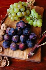 Fichi e uva 1 (Giovanna-la cuoca eclettica) Tags: frutta healthy healthyfood stilllife colors energy
